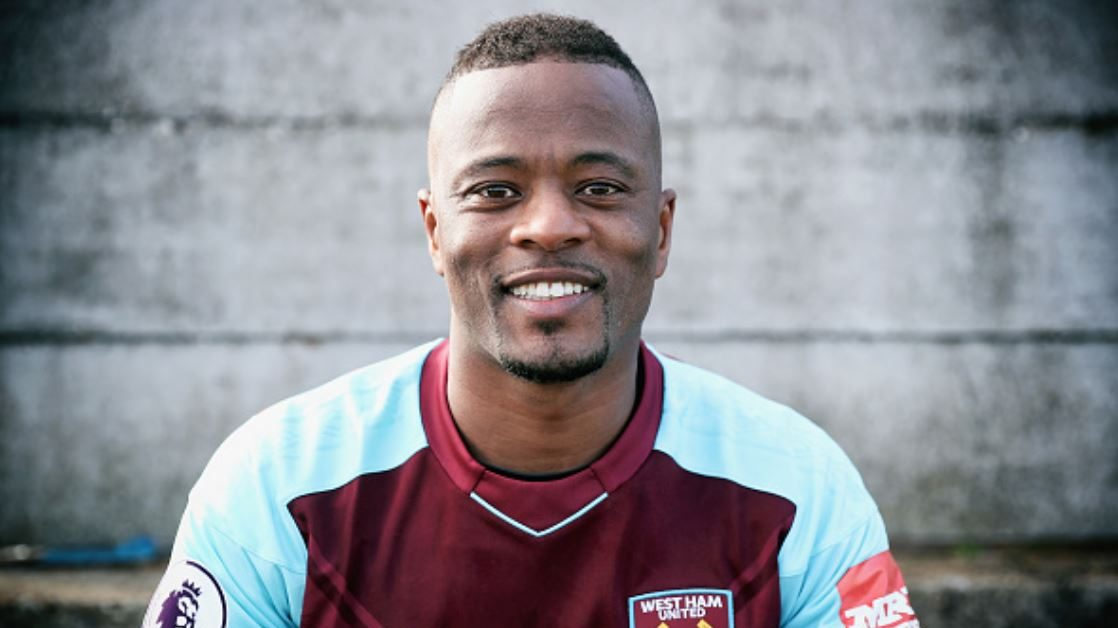 Mercato Manchester United : Evra propose ses services
